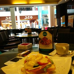 Photo taken at de`EXCELSO by Dimmazio B. on 11/4/2014