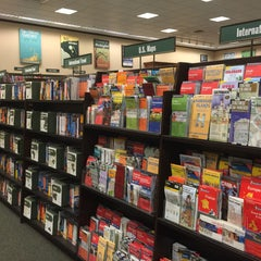 Photo taken at Barnes & Noble by Harry M. on 9/29/2015