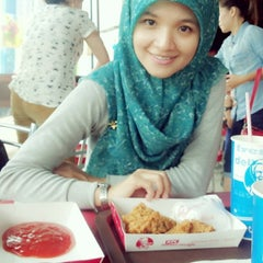 Photo taken at KFC by Eni A. on 10/14/2014