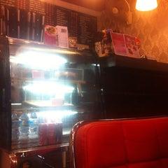 Photo taken at Caffeine Lover (คาเฟอีน เลิฟเวอร์) by Juliano G. on 8/27/2015