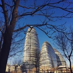 Photo taken at 戴姆勒大厦 Daimler Tower by Larry L. on 1/21/2015