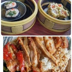Photo taken at ตงเพ้ง (Tong Peng Chinese Restaurant) by Papada W. on 9/2/2015