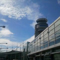 Photo taken at Montréal Int'l Airport Pierre-Elliott-Trudeau (YUL) by Mr L. on 4/30/2013