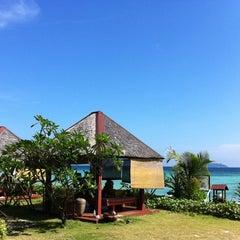 Photo taken at P. P. Erawan Palms Resort (พี พี เอราวัณ ปาล์ม รีสอร์ท) by shahana on 12/9/2012