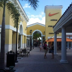 Photo taken at Orlando International Premium Outlets by Surfmus on 10/1/2012