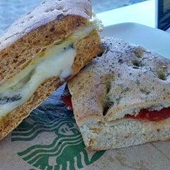 Photo taken at Starbucks by Daniel Eduardo D. on 6/14/2013