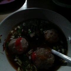 Photo taken at Bakso Ba' Nyuk Nyang by Eklesiant 'Lya' on 11/2/2012