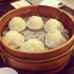 Photo taken at 南翔馒头店 | Nanxiang Steamed Bun Restaurant by Denise on 6/24/2013