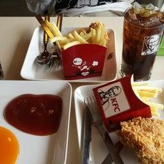 Photo taken at KFC (เคเอฟซี) by Chayanat N. on 7/31/2015