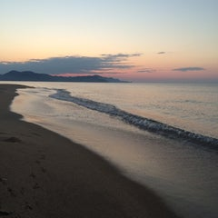 Photo taken at 夕日ヶ浦海水浴場 by Erika M. on 10/25/2014