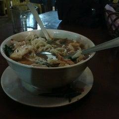 Photo taken at Mek Su Tomyam & Seafood by syafiq k. on 10/21/2012