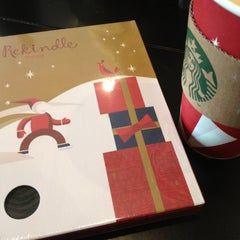Photo taken at Starbucks by 승희 강. on 12/21/2012