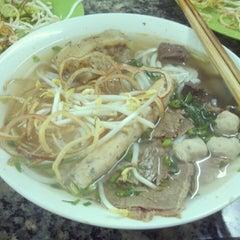 Photo taken at Bún bò giò heo Huế by Mạnh Nam on 12/14/2012