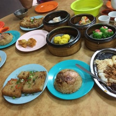 Photo taken at Wong Chow Dim Sum (皇座香港点心) by irene o. on 11/8/2015