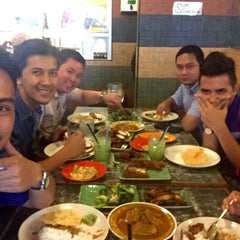 Photo taken at Restoran Kari Kepala Ikan SG by Adeeb F. on 7/22/2015