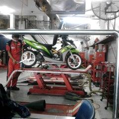 Photo taken at Bengkel Yamaha Maju Jaya Motor by Yudi on 12/31/2013