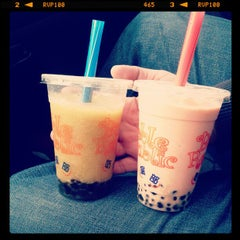 Photo taken at Bubble Republic Tea House 奶茶黨部 by Johanna S. on 4/25/2012