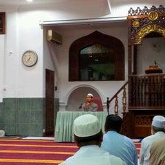 Photo taken at Masjid Al-Mukminun by Termizi S. on 8/10/2012