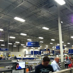 Photo taken at Best Buy by Breno M. on 3/9/2012