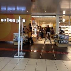Photo taken at Au Bon Pain by Diana J. on 7/18/2012