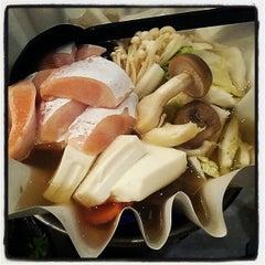 Photo taken at Sakae Sushi by Calvin T. on 4/14/2012