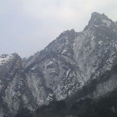 Photo taken at 설악케이블카 / Sorak Cable Car by Keun Young K. on 3/17/2012