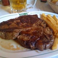 Photo taken at La Siesta Restaurant Bar by Rodrigo R. on 4/4/2012