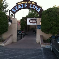 Photo taken at The State Line Bar-B-Q by Jasmin on 8/10/2012