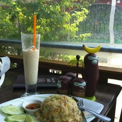Photo taken at ร้านอาหารบังฝรั่ง (Bang Farang Restaurant) by Us A. on 4/5/2012