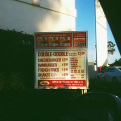 Photo taken at In-N-Out Burger by Kingston on 8/14/2012