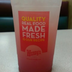 Photo taken at Wendy's by Sarabeth B. on 6/28/2012