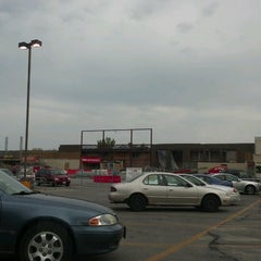 Photo taken at Hy-Vee by Jonathan Z. on 8/4/2012