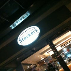Photo taken at Stackers Burger Cafe by Gulaman R. on 1/2/2011