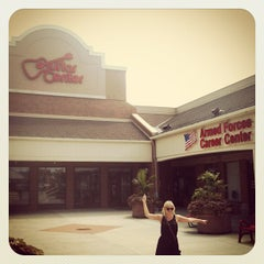Photo taken at Guitar Center by Jonas W. on 8/2/2012