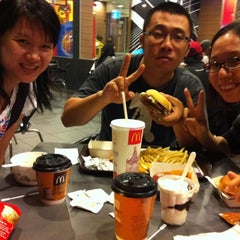 Photo taken at McDonald's by Huey F. on 11/5/2011