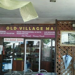 Photo taken at Old Village Restaurant @ Homestay by Farid L. on 11/30/2011