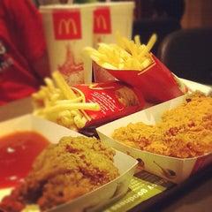 Photo taken at McDonald's / McCafe by Reko H. on 5/24/2012