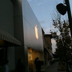 Photo taken at Apple Store, Lehigh Valley by Ben W. on 10/14/2011