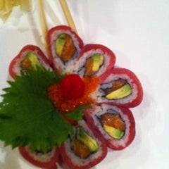 Photo taken at Ocean Blue Sushi Club by Shan L. on 9/20/2011