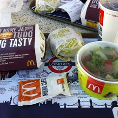 Photo taken at McDonald's by Leandro N. on 3/28/2012