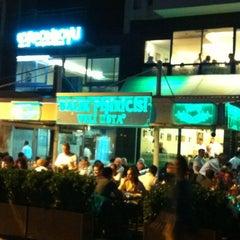 Photo taken at Balık Pişiricisi Veli Usta by Tulu Ö. on 5/28/2012
