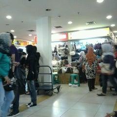 Photo taken at Pusat Grosir Senen Jaya by Tyo Itu A. on 4/22/2012