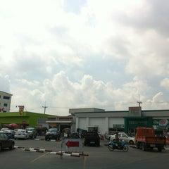 Photo taken at ตลาดนานาเจริญ by Deaw S. on 5/4/2012