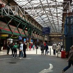 Photo taken at Edinburgh Waverley Railway Station (EDB) by Patrick H. on 5/21/2011