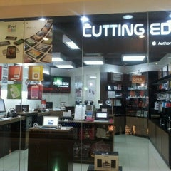 Photo taken at Cutting Edge (Apple authorised reseller) by ludi n. on 3/1/2012