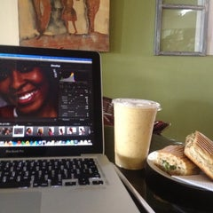 Photo taken at NourishLab Smoothy's by Naa Oyoo Q. on 8/25/2012
