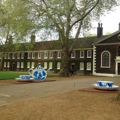 Photo taken at Geffrye Museum by luna L. on 5/16/2012