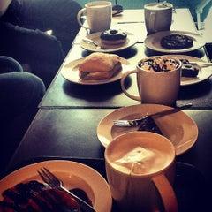 Photo taken at Starbucks by Ghadeer K. on 7/19/2012