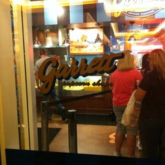 Photo taken at Garrett Popcorn Shops - Navy Pier by Brandon J. on 9/4/2011