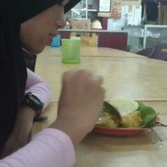 Photo taken at Restoran Ros by Ratu L. on 5/6/2012